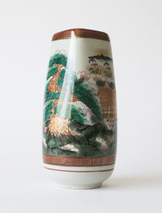 Marked, Kutani, porcelain flower vase with matching, wooden storage box - Japan - mid 20th century