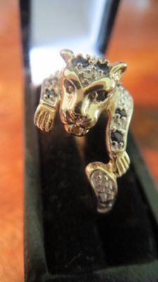 Yellow Gold Cluster Ring set with Natural Blue Sapphires & Diamonds. Leopard Design.