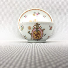 Armorial cup &saucer, Chine de commande - China - 18th century