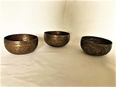 Lot with 3 brass water offering bowls - Burma - ca. 1900