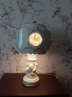 Sitzendorf table lamp with lithopanes