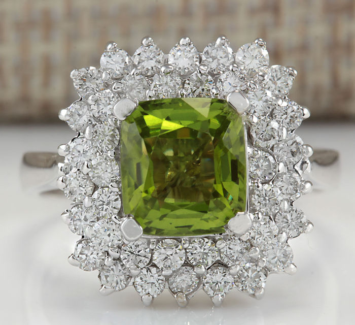 3.55 Carat Peridot 14K Solid White Gold Diamond Ring - Ring Size: 7 *** Free shipping *** No Reserve *** Free Resizing ***