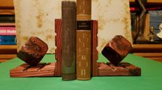 Mind sports; Lot with 2 handbooks on chess and bridge [including bookends] - 1931 / 1937