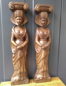 Wood carving - pair of noblewoman - large decorative ornaments for support of (antique) furniture, fireplaces or other applications, Belgium, ca. 1950