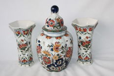 De Porceleyne Fles - 3-Piece polychrome, painted, earthenware mantelpiece set
