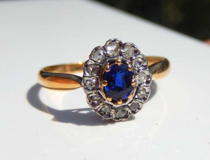 bague ancienne saphir bleu entourage 12 diamants or et. Black Bedroom Furniture Sets. Home Design Ideas
