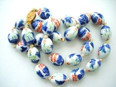 Vintage (1950s) Chinese Export to USA - Blue & White Bonsai Tree Porcelain Oriental Bead Necklace with filigree clasp
