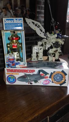 Thundercop 2 , space robot and Nessus transformeer 2 in 1