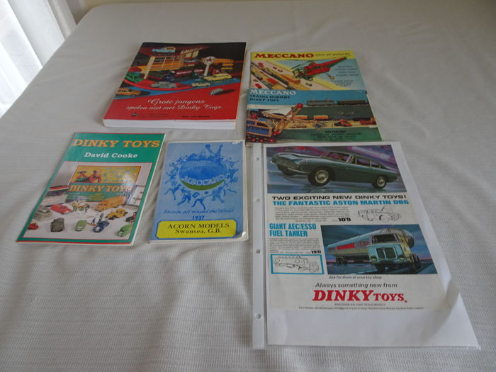 Reference books - Lot with Meccano catalogues and 40 year anniversary book Namac 'Grote jongens spelen niet met Dinky Toys', book Dinkytoys by David Cooke and shop advertising by Dinky Toys