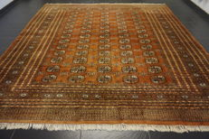 Magnificent hand-knotted Oriental carpet Buchara Jomut. 310 × 310 cm. Made in Pakistan, mid 20th century.