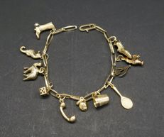 Gold bracelet with 11 gold charms