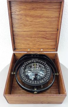 Henry Brown & Son - Sestrel compass