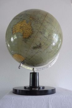 Beautiful antique globe from WWII of Columbus, model 200