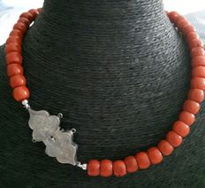 Necklace of Coral with antique silver lock from +/- 1891
