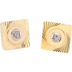 18 kt - Yellow gold cufflinks each set with a rose cut diamond in a white gold setting