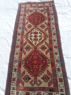 Exquisite small Sarab runner, old manufacture, measuring 185 x 80 cm, wool on cotton, 120,000 knots/m²
