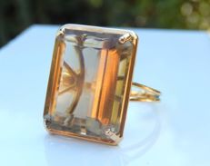 Large yellow gold ring with a genuine smoky quartz of 19 ct