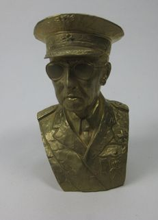 Bronze bust bathed in gold of Francisco Franco Bahamonde