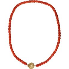 14 kt – Yellow gold precious coral necklace – length: 40 cm