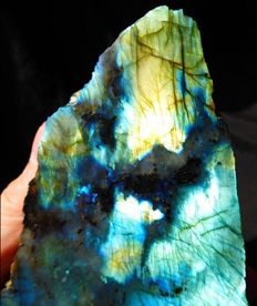 Beautiful Labradorite piece - Bright Colours - Half Polished, half raw form - 19 x 12 x 5.5 cm - 1.505 kg