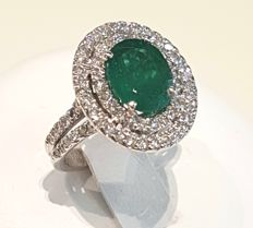 Emeralds and diamonds entourage ring 4.64 ct in total
