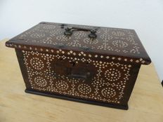 wooden trunk - inlaid mother of pearl - Oriental - circa  1880