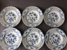 Meissen - Six dishes with opened up edges Zwiebelmuster