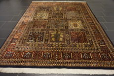 Magnificent handwoven Indo fields Qom 200 × 250 cm, made in India at the end of the 20th century