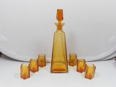 Art Deco decanter with 6 glasses