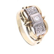 14 kt Art Deco yellow gold tank ring set with 4 rose cut diamonds of approx. 0.08 ct in total and a brilliant cut diamond of 0.07 ct, set in a white gold setting - Ring size: 19.75 mm