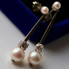 Antique white gold earrings with 8+4 mm sea/salty pearls  and 2 solitaire brilliants H/VVSI ca. 0,32 ct each.