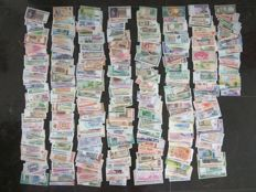 World - Collection of approx. 750 banknotes from around the world