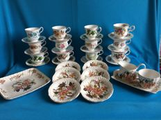 34 piece lot of English porcelain with among others K. Aynsley & co Ltd crockery.