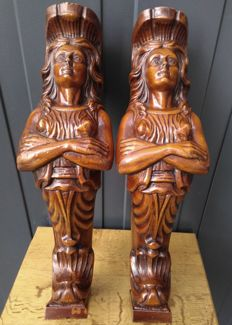 A pair of strong solid wooden caryatids - sculptures as decorative support ornaments, Italia, 1960s