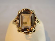 14 kt gold ring with smokey topaz of approx. 4 ct