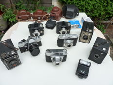 A lot of 8 various antique cameras and 1 flash / 20th century.