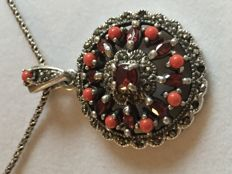 Silver necklace and pendent with 9 rubies and flanked by 8 coral stones