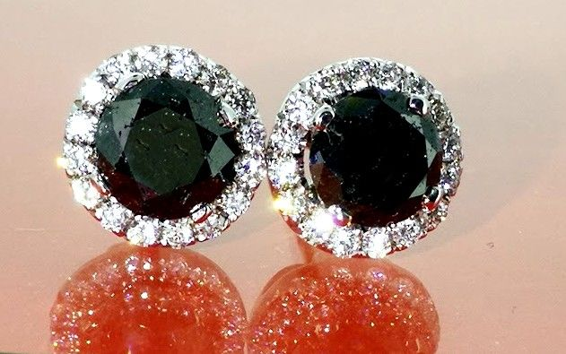 Oorstekers gezet met black diamanten & 32  brillianten total 1.20 ct *** No minimum price***
