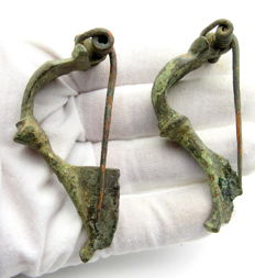 2 Ancient Roman bronze trumpet type brooches / fibulae - 67 - 70 mm (2)