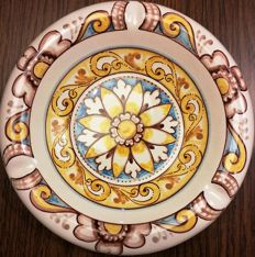 Amedeo Tremigliozzi - Hand-painted rich decor ashtray - majolica