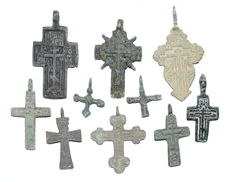 Very Fine Selection of 10 Medieval / Post Medieval Cross pendants - 23-56 mm (10)