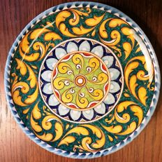Amedeo Tremigliozzi - Rich Decor, hand-painted majolica ceramic plate