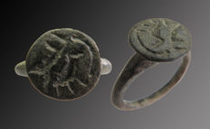Early medieval bronze signet ring with engraved hunting scene - 18 mm