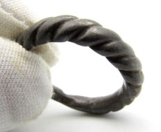 Early medieval bronze Viking twisted ring - 18 mm