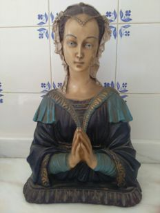 Virgin Mary antique statue in solid ceramic