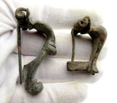 2 Ancient Roman bronze brooches / fibulae - Trumpet & Knee - 40-52 mm (2)