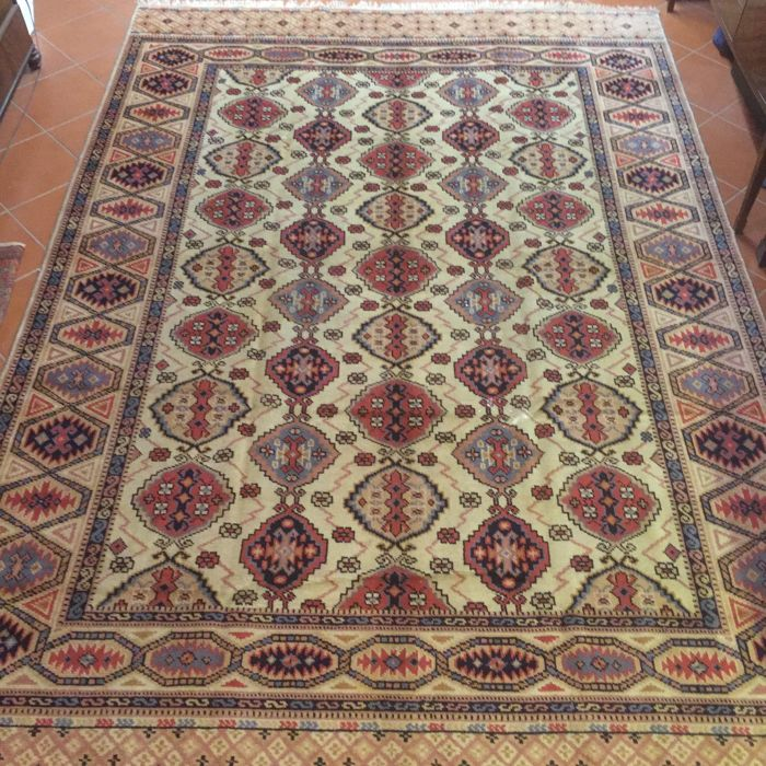 Rare antique Konya (Central Anatolia) with good knotting, Ghiordes knot, shiny and hard-wearing wools of fine light hues, size 240 x 348 cm