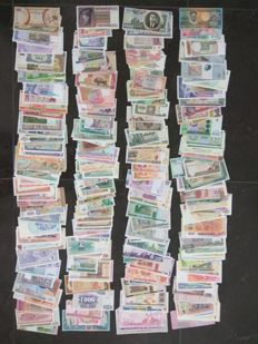 World - Collection of approx. 400 banknotes from around the world All different.
