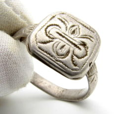 Crusaders Holy Land Silver Seal Ring with Floral Motif on Bezel - 23 mm