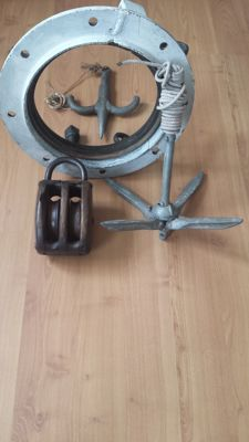 Lot with various maritime attributes - honged/anchors - porthole - wooden pulley from the 19th century.